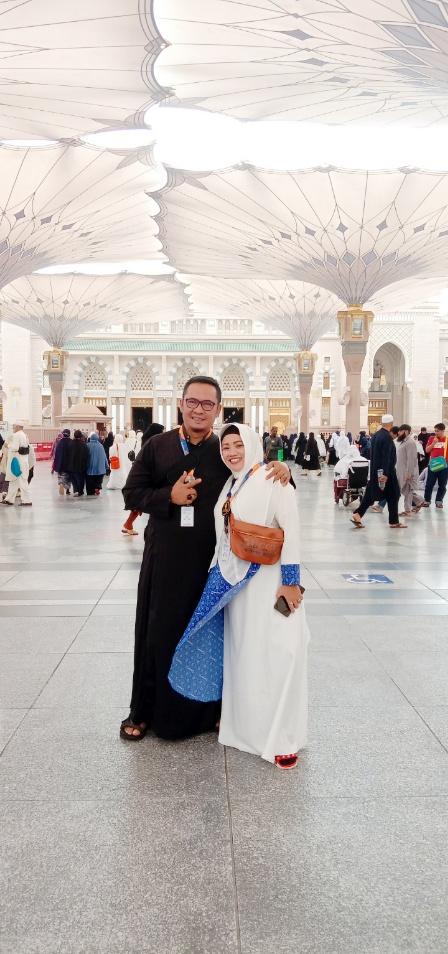 H. Anto W. Prawiradanukusumah Wakacab Arminareka Perdana Bandung, beserta istri.